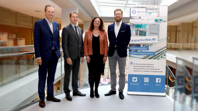 DerVorstand des BVDVA wurde einstimmig wiedergewählt (von links nach rechts):Walter Oberhänsli (Zur Rose), Christian Buse (myCare), Marion Wüst (Fliegende Pillen) und Heinrich Meyer (Sanicare). (Foto: BVDVA)