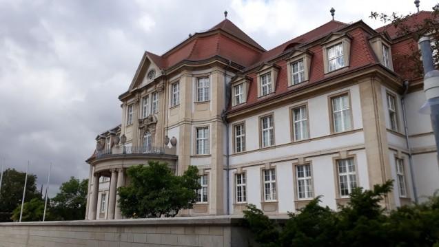 Vor dem Oberlandesgericht Naumburg ging es heute um die Frage, ob Versandapotheken über den Amazon Marketplace apothekenpflichtige Arzneimittel verkaufen dürfen. (Foto: ks/DAZ.online)