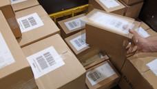 """Arzneimittelpäckchen packen in einer deutschen Versandapotheke dient der """"Vorbereitung der Abgabe"""" und darf daher nur durch bestimmtes Personal erfolgen. (Foto: BVDVA)"""