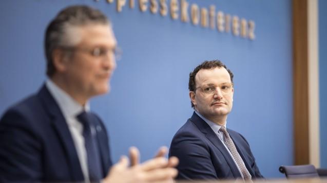 Bundesgesundheitsminister Spahn (rechts) und RKI-Chef Wieler informierten am Freitag erneut zum aktuellen Stand beim Kampf gegen die Coronavirus-Pandemie. (Foto: IMAGO / photothek)