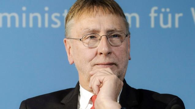 Der SPD-Europaabgeordnete Bernd Lange will von der EU-Kommission wissen, wie sie gegen die Wettbewerbsverzerrung zwischen deutschen Apotheken und DocMorris vorgehen will. (s / Foto: imago images / Reiner Zensen)