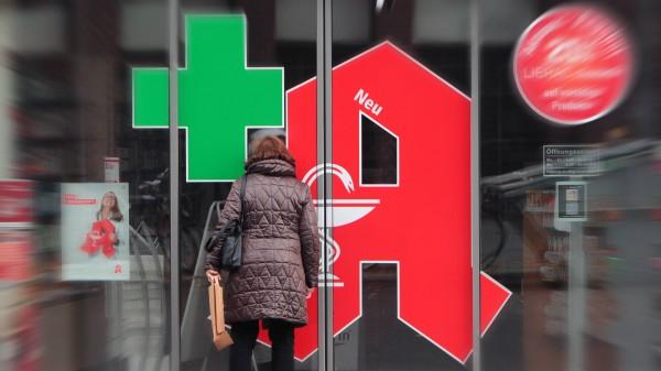 Berlin und Hessen: Mindestöffnungszeiten von Apotheken werden reduziert