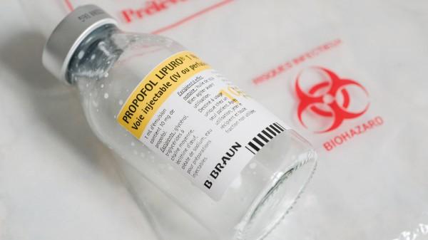 Propofol 100 ml Durchstechflaschen dürfen aufgeteilt werden