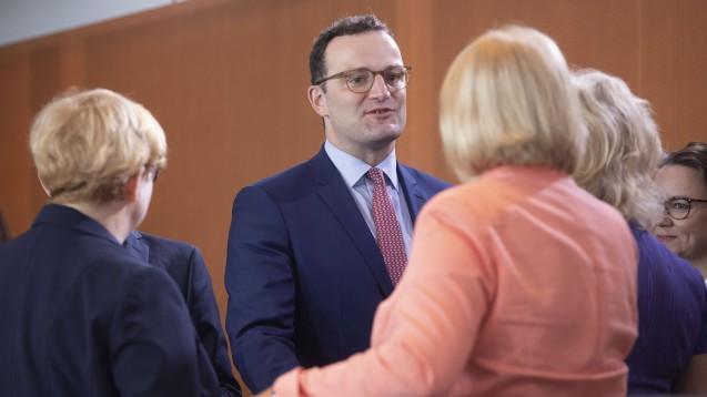 Bundesgesundheitsminister Jens Spahn (hier in der heutigen Ministerrunde) hat dem Bundeskabinett heute eine ausführliche Apothekenreform vorgelegt, die dann auch durchgewinkt wurde. (c / Foto: imago images / R. Zensen)