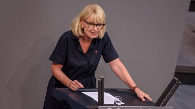 Dass Apotheken auch künftig das wirtschaftliche Risiko bei der Beschaffung von Grippeimpfstoffen schultern, hält die CDU-Bundestagsabgeordnete Karin Maag für unumgänglich. (Foto: IMAGO / Christian Spicker)