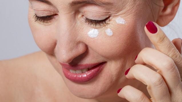 Ökotest hat Augencremes getestet, darunter auch Mittel aus der Apotheke. (Foto: ladyalex / adobe.stock.com)