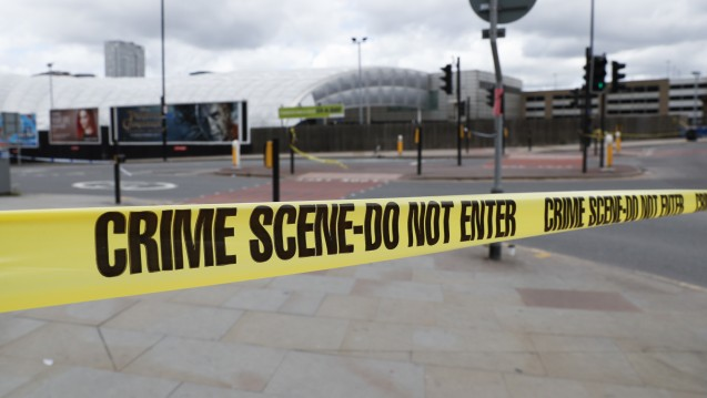Bis um 4 Uhr morgens half Apotheker Khalid Ahmed aus Manchester den Opfern des Terror-Attentats in der Manchester Arena. Gegenüber DAZ.online berichtet Ahmed von seinen Erlebnissen. (Foto: dpa)