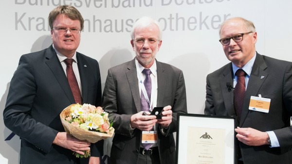 ADKA-Ehrennadel erstmalig an Nicht-Apotheker