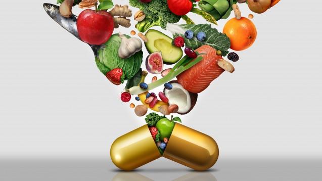 Multivitaminpräparate sind laut Ökotest kein Ersatz für eine ausgewogene Ernährung. Lediglich gezielte Ergänzung kann sinnvoll sein. (s / Foto: reshidea/stock.adobe.com)
