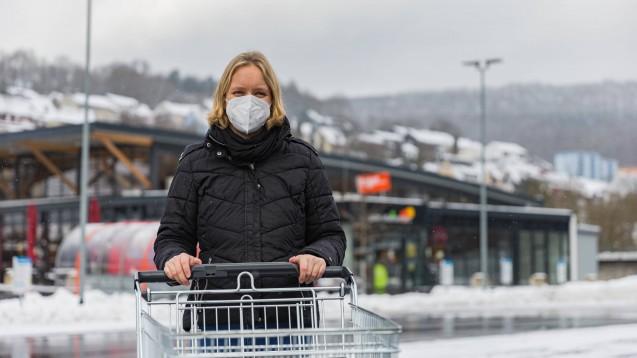 Ab nächster Woche gilt in Bayern eine generelle FFP2-Maskenpflicht im Einzelhandel und öffentlichen Personennahverkehr. (Foto: imago images / MedienServiceMüller)