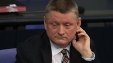 Unter Beschuss: Bundesgesundheitsminister Hermann Gröhe muss für seine Pläne rund um das Rx-Versandhandelsverbot herbe Kritik einstecken. (Foto: dpa)