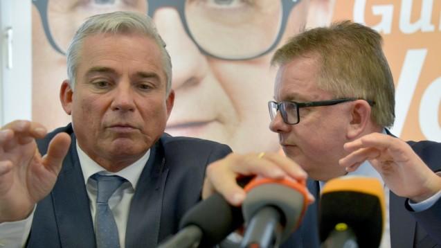 Diskussionen nach der Wahl in Stuttgart: Baden-Württembergs CDU-Chef Strobl (l.) und Spitzenkandidat Wolf. (Foto: dpa)