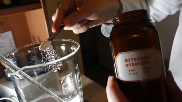 Apotheker mit Subsitutionspatienten müssen sich auf eine neue Form von Rezepten einstellen. (Foto: dpa)