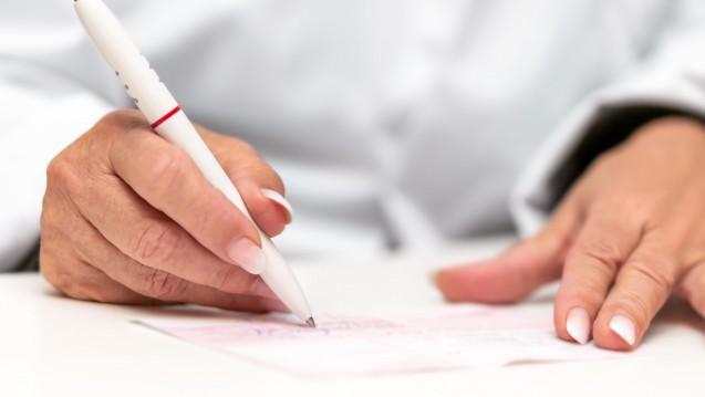 Künftig sollen Ärzte auch die Dosierung auf dem Rezept vermerken. Ausnahme: Es gibt einen Medikationsplan. (m / Foto: M. Dörr und M. Frommherz / stock.adobe.com)