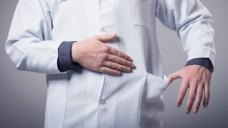 Achtung! Bestechung und Bestechlichkeit ist bald auch für niedergelassene Ärzte und Apotheker strafbar! (Foto: slasnyi/Fotolia.com)