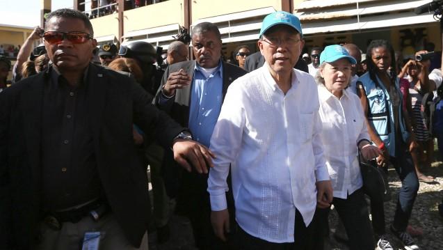 Am Donnerstag entschuldigte sich UN-Generalsekretär Ban Ki Moon für die Rolle der Vereinten Nationen bei der Cholera-Epidemie– im Oktober hatte er das Land besucht. (Foto: dpa)