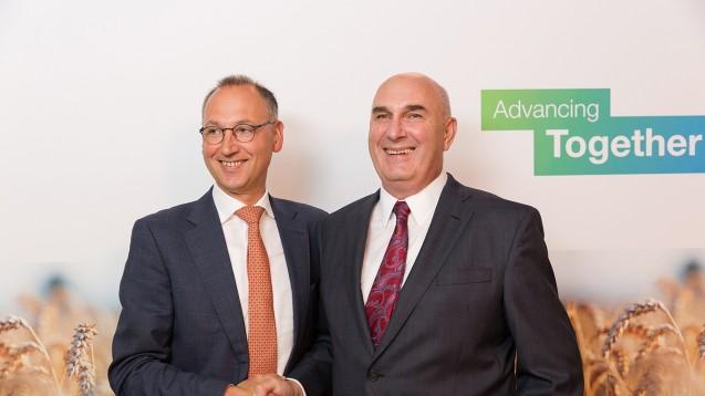 Bitte lächeln: Bayer-CEO Werner Baumann und Monsanto-Chef Hugh Grant traten nach der Einigung stolz vor die Presse. (Foto: dpa)