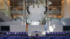 Deckel aufs Apothekerhonorar? Erhöhung der Rezepturvergütung? Gesundheitspolitiker der CDU/CSU hoffen auf einen guten Ausgang für Apotheker. (Foto: dpa)