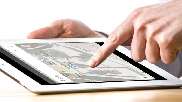Wenn Apotheken Navigationsdienste erbringen, soll dies künftig entlohnt werden.Ein entsprechendes kostenpflichtiges Modul für die ABDA-Datenbank soll in Arbeit sein. (Foto: IMAGO / Jochen Tack)