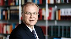 Dr. Klaus Michels: Nicht nur am Beispiel der Masken wurde deutlich, wie unbedingt nötig die Preisbindung im Bereich der Gesundheitsversorgung ist. Man möchte sich kaum ausmalen, was eine ähnliche Entwicklung bei lebensnotwendigen Arzneimitteln bedeuten würde. Insofern wird uns das EuGH-Urteil noch lange begleiten. (Foto: Münsterview / Tronquet)