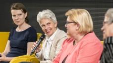 Emmi Zeulner (CSU), Marie-Agnes Strack-Zimmermann, Kordula-Schulz-Asche und Biggi Bender besprechen Apothekenthemen auf dem BVDVA-Podium. (Foto: Külker)