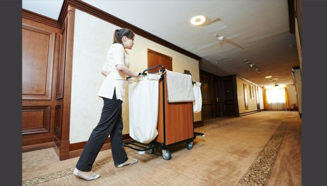 Etwas besser gestellt: Angestellte im Hotel - 23.578 Euro. (Foto: Kadmy / Fotolia)