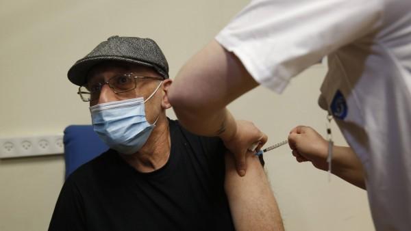 Ermutigende Impfdaten aus Israel: Rückgang der Ansteckungsrate bei älteren Menschen