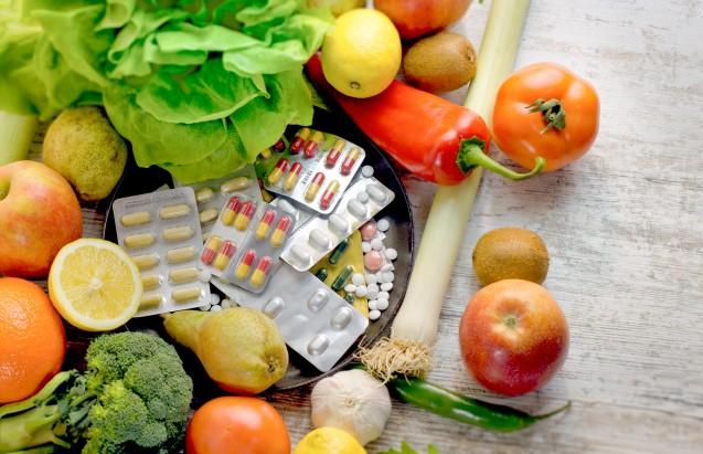 Helfen Nahrungsergänzungsmittel mit Vitamin C, Zink oder Vitamin D Atemwegsinfektionen vorzubeugen? (x / Foto: PhotoIris2021 / AdobeStock)