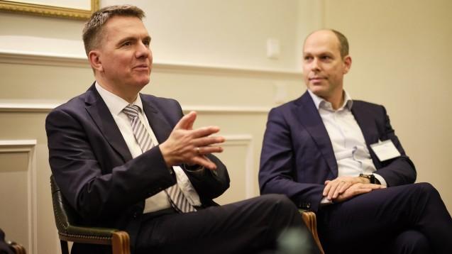 Christian Klose (links) ist beim Bundesgesundheitsministerium für das E-Rezept zuständig. Rechts im Bild: Gastgeber Dr. Peter Schreiner, Vorsitzender der Gehe-Geschäftsführung. (Foto: Hauke Hass/vor-ort-foto.de)
