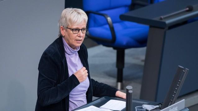 Festzuschlag statt Fixhonorar: Die Grünen-Fraktion im Bundestag um ihre gesundheitspolitische Sprecherin Maria Klein-Schmeink hat ihre eigenen Vorstellungen von der Vergütung der Apotheken für die Maskenausgabe. (Foto: IMAGO / Christian Spicker)