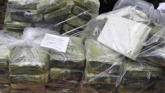 Allein 100 Tonnen Kokain sollen im vergangenen Jahr in der EU beschlagnahmt worden sein. Auf dem Bild ist Kokain zu sehen, das in der Ukraine sichergestellt wurde. (Foto: imago images / ZUMA Press)