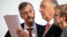 Dr. Günther Hanke, Kammerpräsident in Baden-Württemberg (hier in der Mitte mit ABDA-Hauptgeschäftsführer Dr. Sebastian Schmitz), hat einen Brief an ABDA-Präsident Friedemann Schmidt geschrieben, in dem er sich über die Apotheken-Pläne des BMG ärgert. (s / Foto: Schelbert)