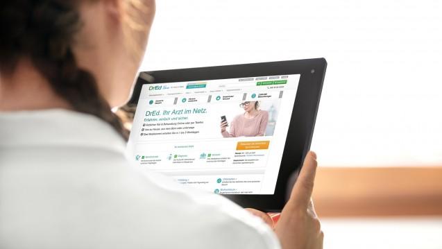 Online-Praxen: Ohne Wartezimmer aber auch ohne Risiko? (Foto: M.Dörr & M.Frommherz / stock.adobe.com | Abbild DrEd)