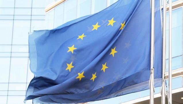 """Ärztepräsident Frank-Ulrich Montgomery kritisiert neue EU-Regeln, die Zahnärzte sehen den""""Patientenschutz in Gefahr"""": Zur Marktharmonisierung plant die EU-Kommission unter anderem, dass Regularien für den Berufszugang bei freien Berufen zukünftig in Brüssel anzeigepflichtig werden. Gegenüber DAZ.online erklärte nun die ABDA, das Apothekenrecht sei """"direkt betroffen"""".""""Eine erste überschlägige Einschätzung lässt insgesamt erhebliche negative Einflüsse auf den geltenden Regulierungsrahmen freiberuflicher Dienstleistungen befürchten"""", betonte ein Sprecher."""