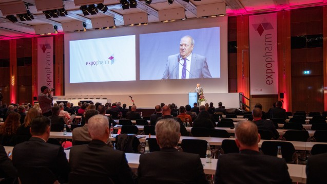 Nach den Grußworten der Verbandsvertreter zur Expopharm-Eröffnung zeigte sich DAV-Chef Fritz Becker offen, gemeinsame Positionen gegen Lieferengpässe zu entwickeln. (c / Foto: Schelbert)