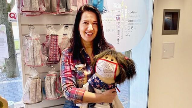 Jessica Weber will mit dem Verkauf selbst genähter Mund-Nasen-Schutze Gutes tun. (Foto: Privat)