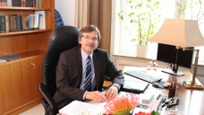 Bitte Platz nehmen: Apotheker Wilhelm Möhrke ist jetzt Bürgermeister einer Kleinstadt. (Foto: privat)