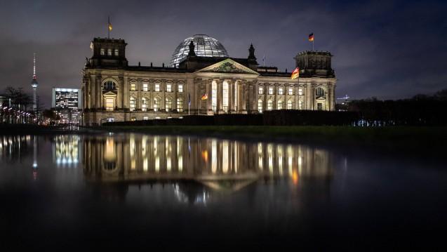 Beschlossene Sache: In einer Nachtsitzung hat der Bundestag das Gesetz für mehr Sicherheit in der Arzneimittelversorgung (GSAV) beschlossen. (s / Foto: imago images / photothek)