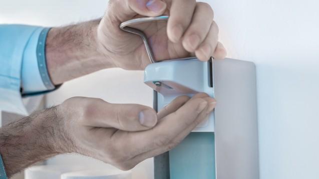 Hygienische Händedesinfektion ist für die Vermeidung der Weiterverbreitung von viralen Krankheitserregern bedeutsam. (Foto:mitiu / Fotolia)