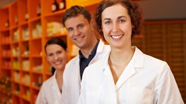 Der PTA-Beruf soll attraktiver werden. (b/Foto: Robert Kneschke / stck.adobe.com)