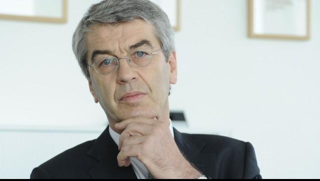 Die Woche endet, wie sie begann –mit einem Knaller: Dr. Fritz Oesterle, ehemaliger Chef beim Pharmahandelskonzern Celesio, hat bereits seit November den Vorstandsposten einer Firma inne, die am Großhändler AEP beteiligt ist. Die Mitbegründer und der Geschäftsführer sind nicht begeistert... (Foto: dpa)
