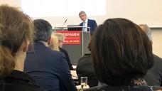 Gesundheitsrechtsexperte Dr. Elmar Mand erklärte auf der Interpharm, dass die von Jens Spahn genannten Alternativen zum Rx-Versandverbot rechtlich nicht haltbar sind. (Foto: bro /DAZ.online)