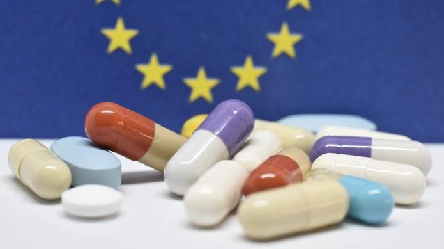 Um Arzneimittellieferengpässe in den Griff zu bekommen, muss die Europäische Union an einem Strang ziehen. Aber was bedeuten die Maßnahmen der EU für die Apotheken in Deutschland? (m / Foto: JeanLuc / stock.adobe.com)