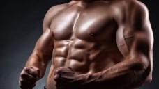Muskelspiele: Ein Anwalt aus Hamburg mahnt im Namen des Body-Store, einem Shop, der NEM und mehr für die Kraftsportszene anbietet, Apotheken ab. (m / Foto: Artem Furman / stock.adobe.com)