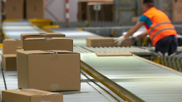 Bereits jetzt nutzen Apotheker Amazon als Verkaufsplattform, eine echte Kooperation besteht aber bislang nicht. (Foto: dpa)
