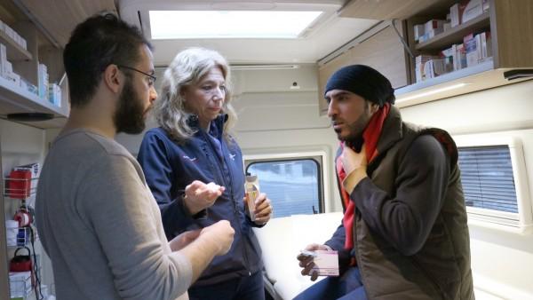 Arztpraxis rollt Flüchtlingen zu Hilfe