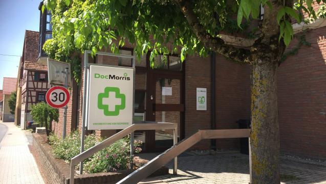 Weiterhin geschlossen: Die Videoberatung von DocMorris in Hüffenhardt. (Foto: diz)