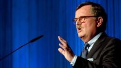 Ärztepräsident Frank Ulrich Montgomery fordert mit seinen Kollegen, dass die Bundesregierung Arzneimittelpreise stärker drosseln sollte. (Foto: dpa / picture alliance)