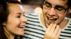 Ob die Schokolade die gute Laune zaubert? (Foto: Martinan / stock.adobe.com)