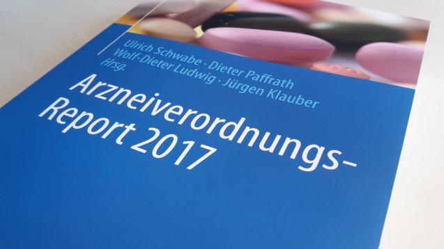 Der AVR hat zwei neue Herausgeber: den WIdO-Chef Jürgen Klauber und den AkdÄ-Vorsitzenden Wolf-Dieter Ludwig. Am 4. Oktober wurde der neue Report in Berlin vorgestellt. (Fotos: AOK-Bundesverband)